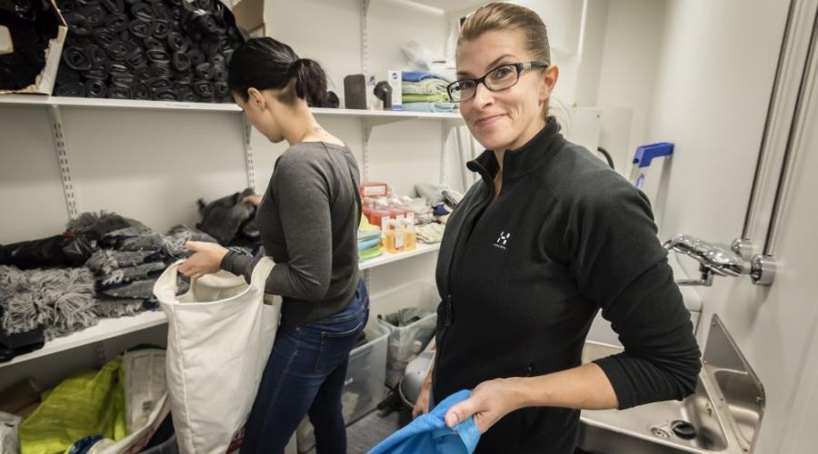 Laura Lukinmaa vaihtoi kaupan työn siivoukseen. Hän seuloutui sopivimmaksi työpariksi Sanna Sompille.