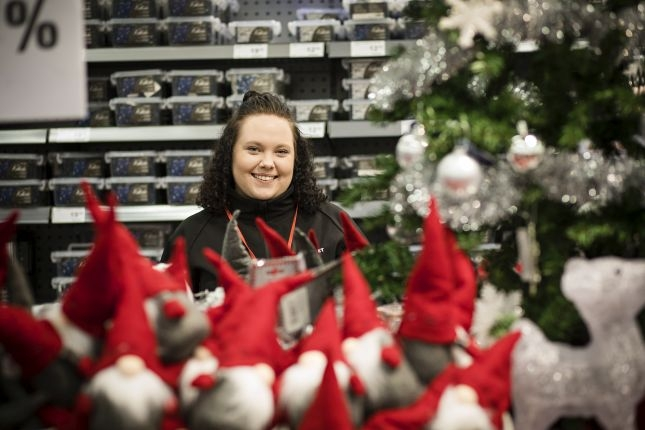 Satu Mäyrälle joulusesonki merkitsee toivottuja lisätunteja. Kuvat: Eeva Anundi