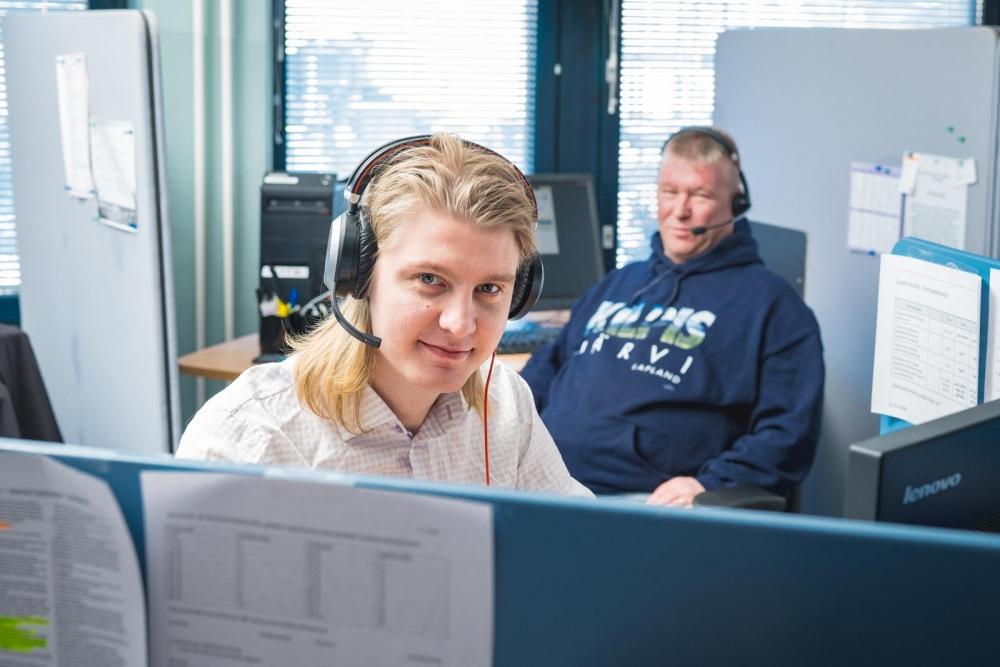 Pauli Paldanius (vas.) ja Markku Rantamaa tietävät, mitä hyvä työympäristö voi saada aikaan. Kuva: Akseli Muraja
