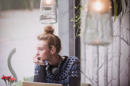 Nuoret käyvät yhä useammin töissä opiskelujen ohella – työelämätietouden merkitys osana opintoja korostuu