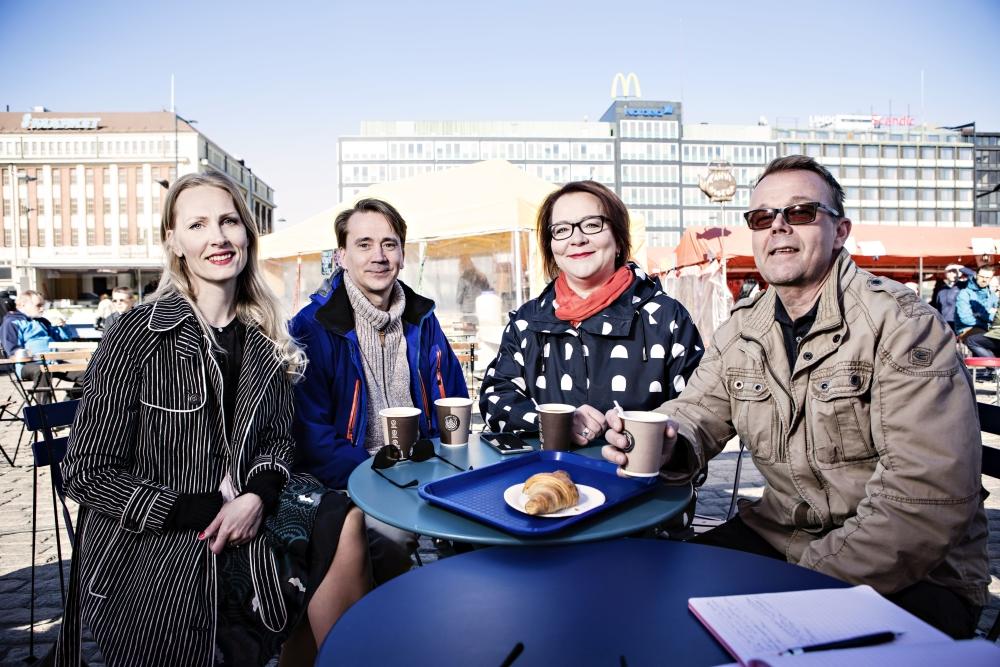 Karoliina Huovila, Raimo Hoikkala, Jaana Ylitalo ja Jarkko Viitanen arvioivat, että tältä liittokierrokselta saatiin hyvä tuntuma seuraavaa palkkakierrosta ajatellen. Kuvat: Eeva Anundi