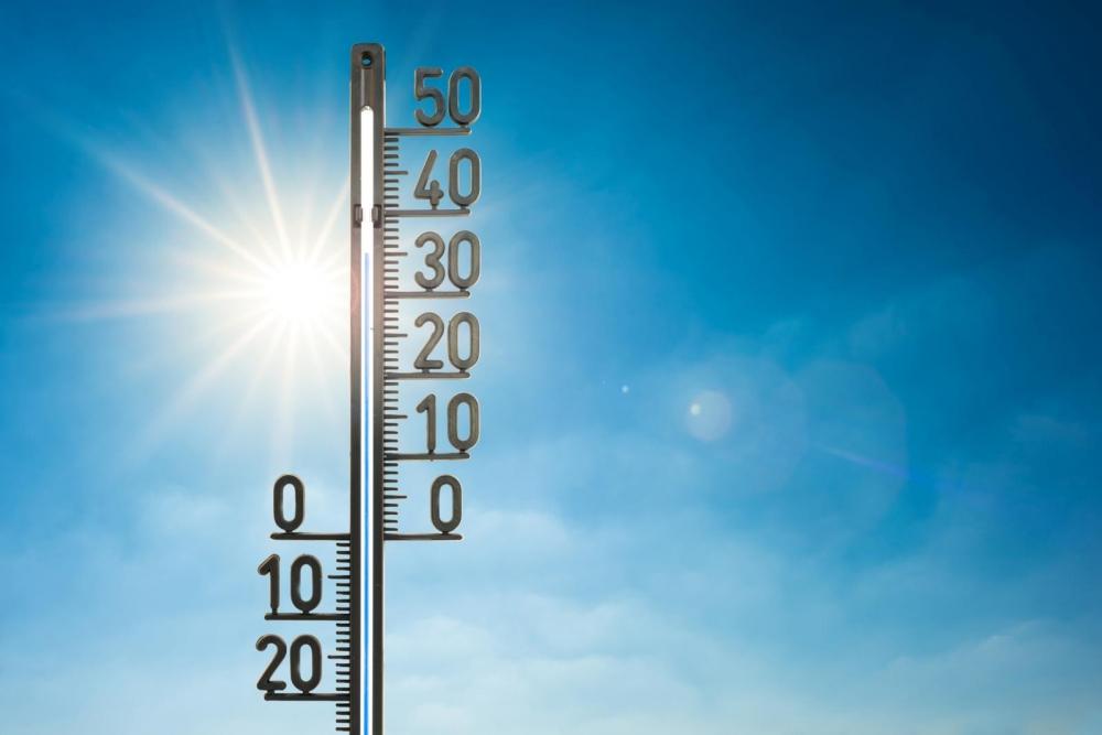 Lämpöolosuhteista ohjeistaminen ja mahdollisten haittojen ennaltaehkäisystä huolehtiminen on työnantajan vastuulla. Kuva: Xurzon/GettyImages