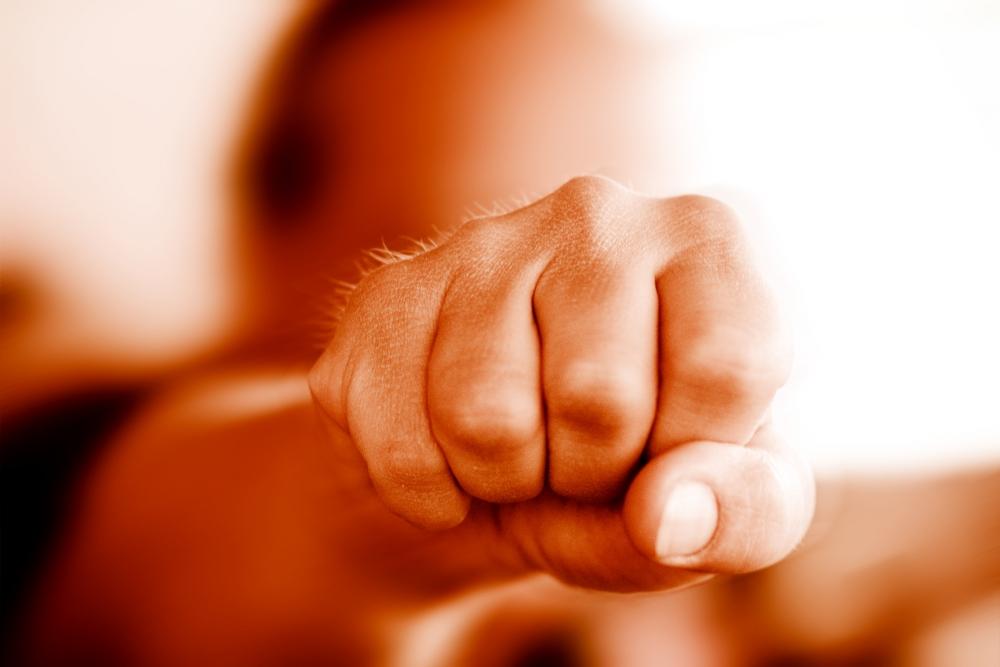 Mikäli väkivaltaa usein kohtaa työssään, työntekijän hyvinvointi ja työmotivaatio heikentyvät pitkällä tähtäimellä. Siksi asiaa ei kuulu vähätellä. Kuva: Getty Images.