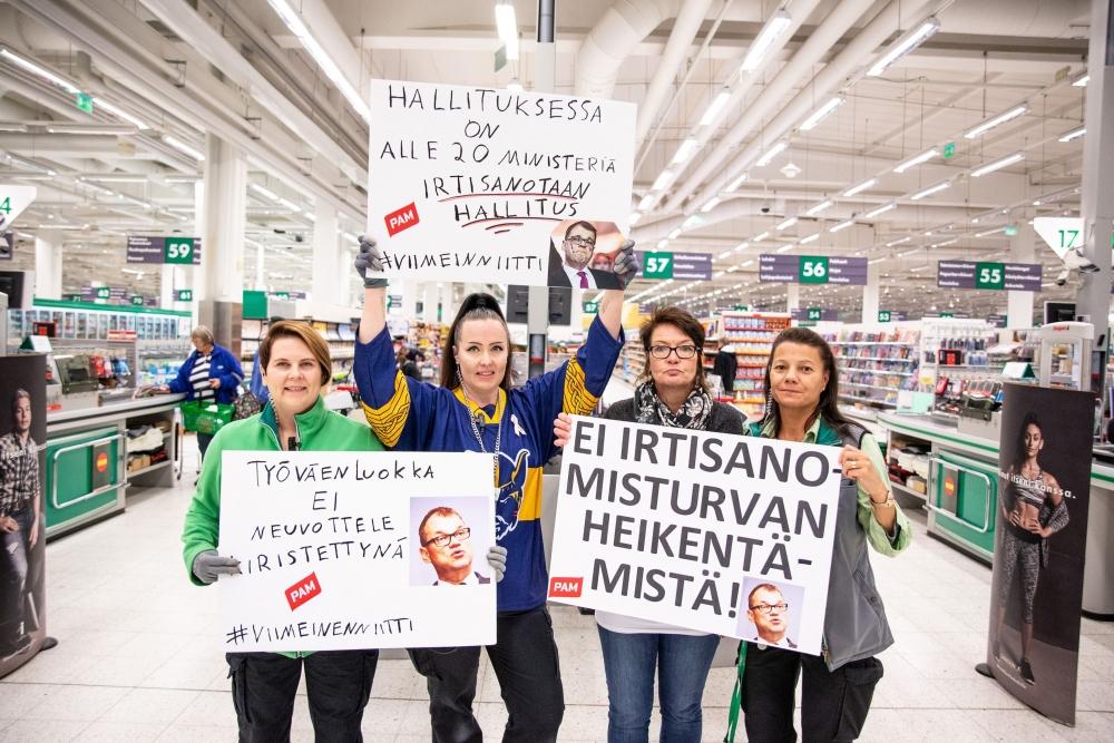 Mikkelin Prisma hiljeni minuutiksi perjantaina puoleltapäivin. Kuva: Akseli Muraja