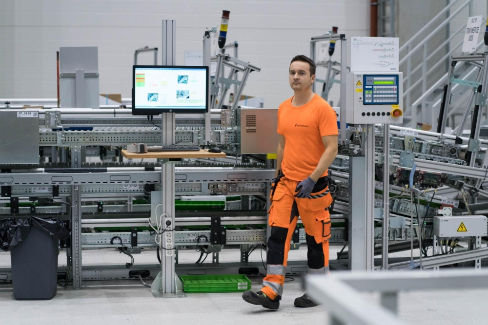 Automaatio muutti Jani Korpiniityn työnkuvan Inexin Sipoon logistiikkakeskuksessa. Kuva: Jukka Rapo
