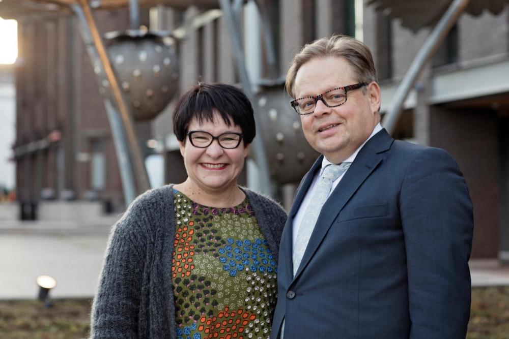 Tarja Filatov ja Juhana Vartiainen ovat samaa mieltä siitä, että työntekijöiden vähimmäisehtojen valvontaa tulee parantaa. Kuva: Susanna Kekkonen