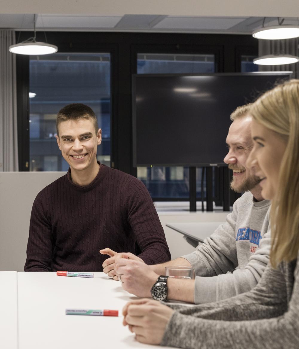 Otso Jokinen antaa plussapisteet kouluttajille, jotka innostivat ja tekivät esimiesopinnoista kiinnostavat. Takana on paras vuosi ikinä hänen työuransa aikana.