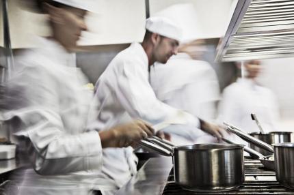 Ravintolapäällikkö irtisanottiin 30 vuoden työskentelyn jälkeen — käräjäoikeus painotti tuomiossaan varoituksen merkitystä