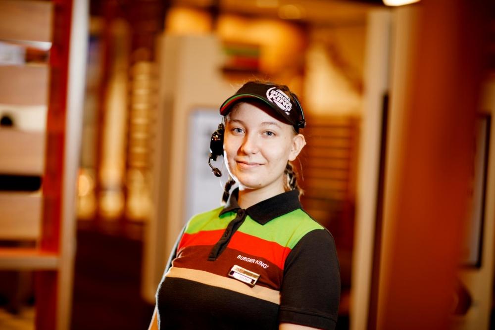 Selina Virtanen näkee työtovereitaan työajan ulkopuolellakin. Kuva: Hanna-Kaisa Hämäläinen