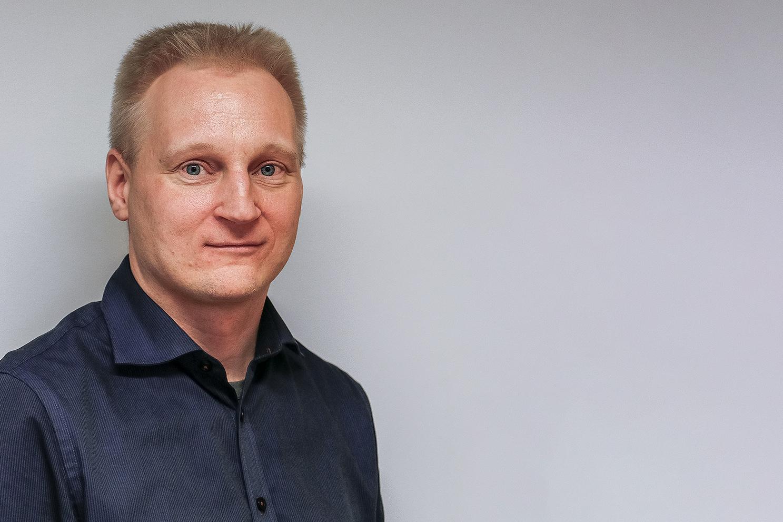 Simo Klem toimii Kehitysvammaliiton työllisyysasiantuntijana. Kuva: Kehitysvammaliitto.