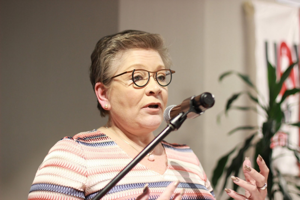 PAMin puheenjohtaja Ann Selin puhui Kolumbian seminaarissa muun muassa  Suomen hyvinvointivaltion rakentamisesta, mikä toimi suurena inspiraation lähteenä kolumbialaisille. Kuva: Carolina Gonzalez.