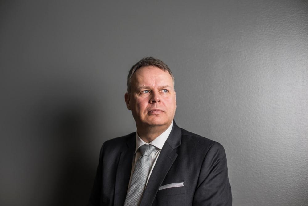 """""""Palvelualojen työntekijät saavat tässä äänen ja näkyvyyden"""", sanoo professori Juho Saari. Kuva: Jonne Renvall / Tampereen yliopisto"""