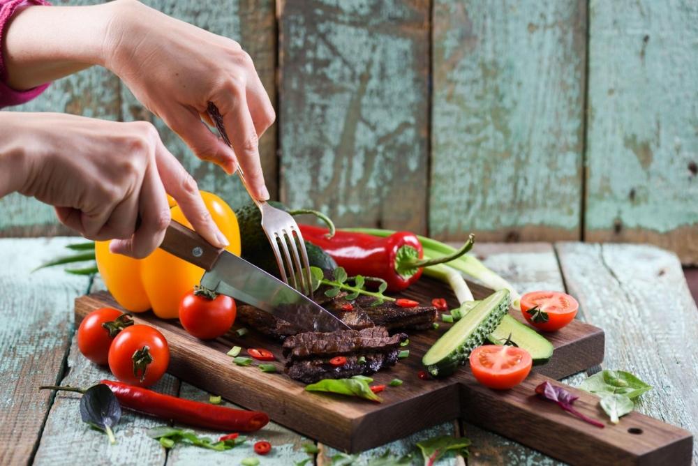 Tuliko liha ravintolaan tuoreena vain jalosteena? Sillä on merkitystä alkuperämaan ilmoittamisessa. Kuva: Gettyimages