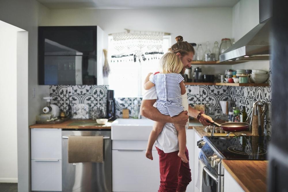 Isien perhevapaita on määrä pidentää. Kuva: Getty Images