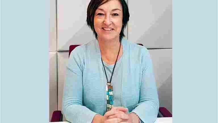 IUF:n pääsihteeri Sue Longley: Ympäristöohjelmien on taattava myös pysyvät, säälliset työpaikat