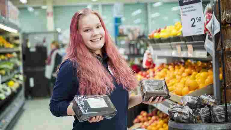 PAMin jäsen Cassandra Granqvist on palveluammattilainen, joka viihtyy ihmisten parissa