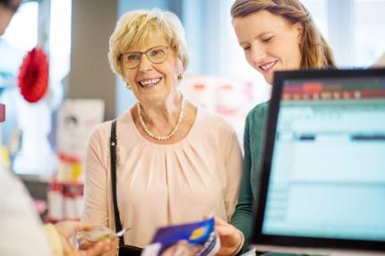 6 vinkkiä myyjälle muistisairaan kohtaamiseen