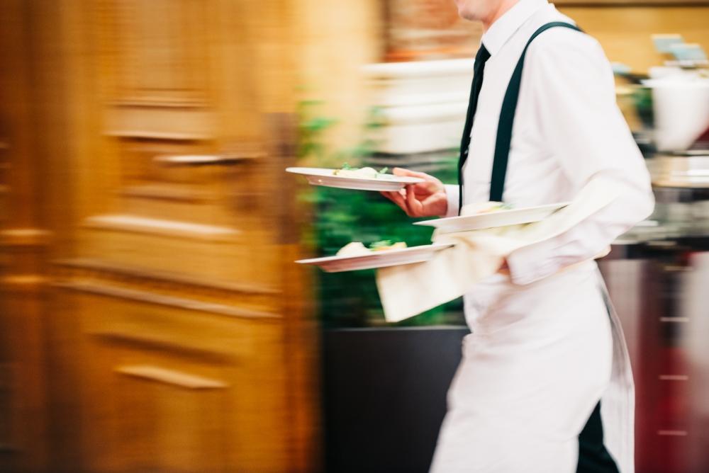 Kunnon työsuhteessa työtunnit ovat arvioitavissa, lisät maksetaan aina palkanmaksun yhteydessä ja lomakorvaus tulee tilille loppupalkan yhteydessä työsuhteen päättyessä.