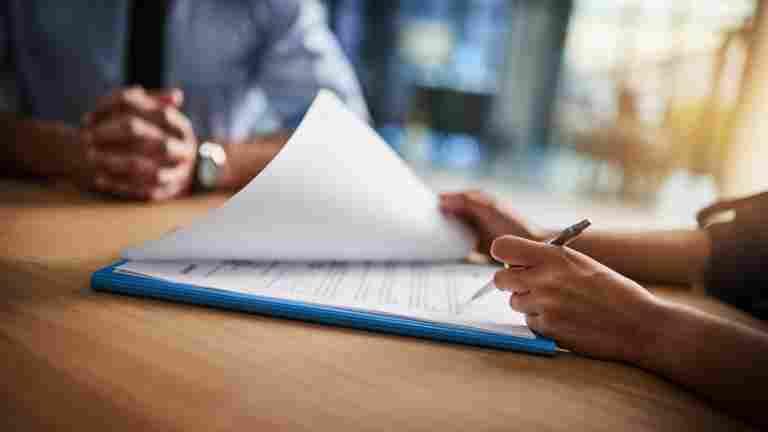 Kesätyöntekijä: Tarkista millaisen työsopimuksen allekirjoitat - määräaikaista työsopimusta ei lähtökohtaisesti voi irtisanoa
