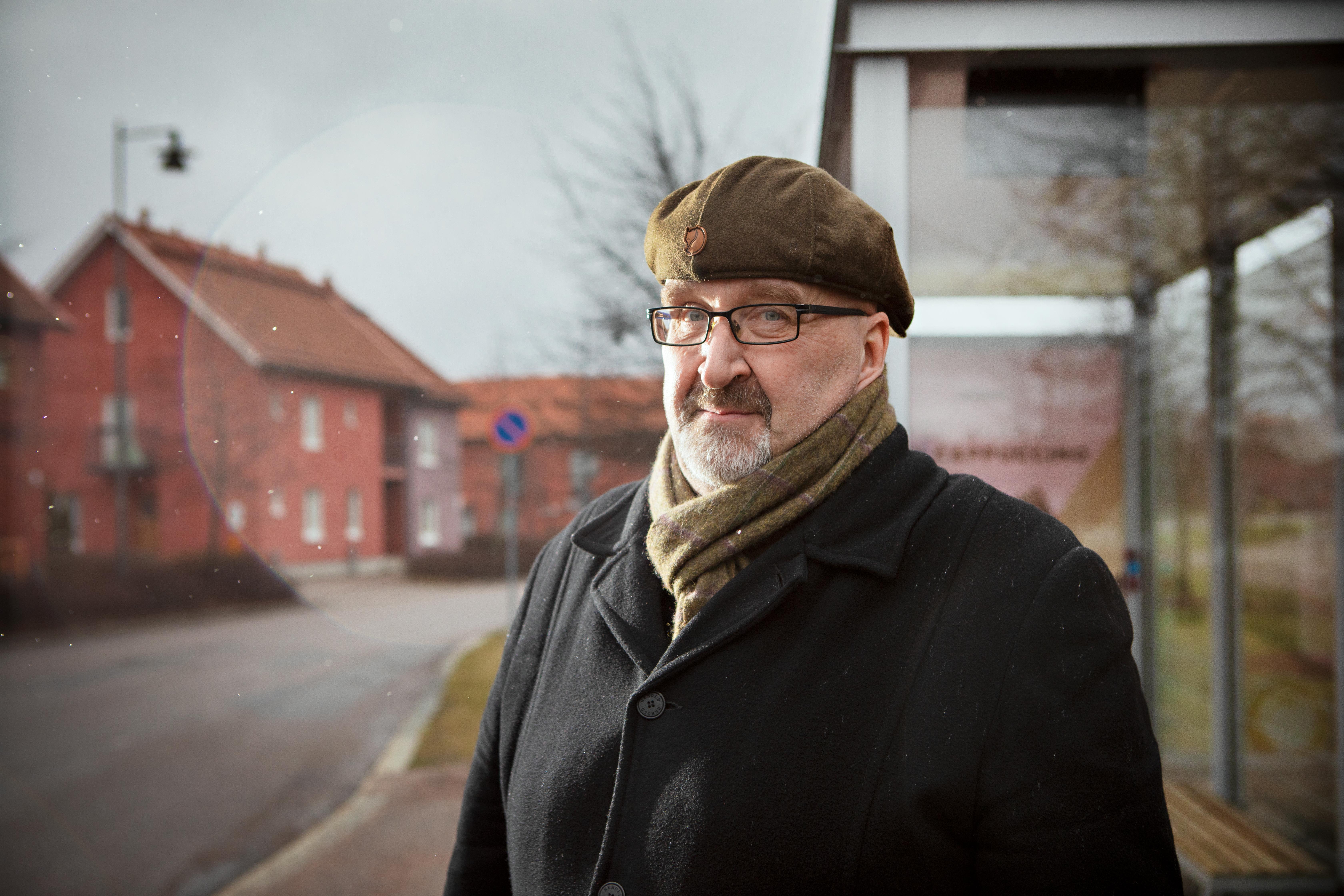 Jari Koskinen ei ole himopyöräilijä, ja talvikautena hän kulkee töissä bussilla ja paikallisjunalla. Kuva: Eeva Anundi