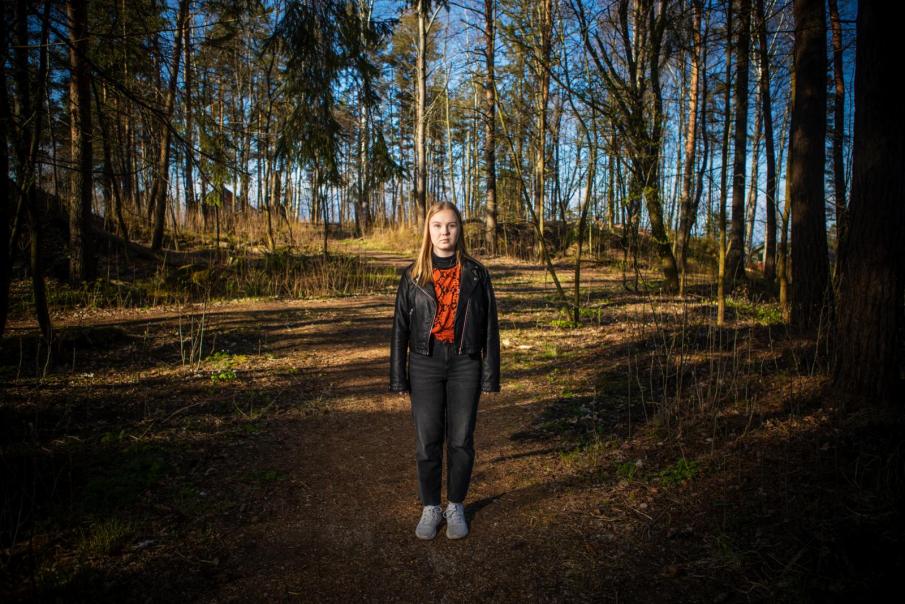 """""""Puhe oli vähättelevää ja alistavaa. En uskaltanut huomauttaa siitä, koska olin ensimmäisessä kesätyöpaikassani ja halusin tehdä työt kunnolla"""", kuvailee Lindberg. Kuva: Eeva Anundi"""