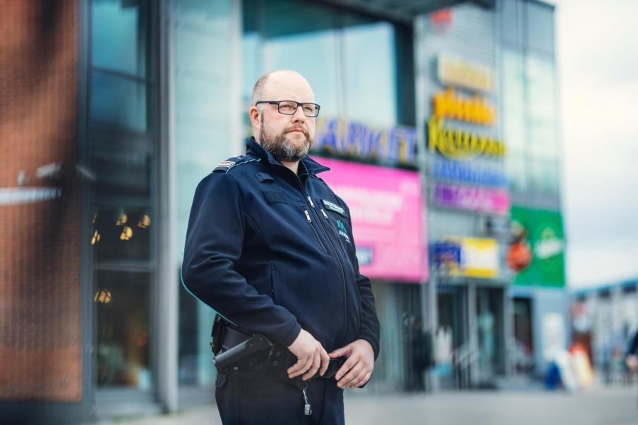 """""""Uskon, että pahin on turvallisuusalalla jo ohi. Uusia lomautuksia tuskin nähdään"""", pääluottamusmies Toni Lindgren sanoo. Kuva: Lauri Rotko"""