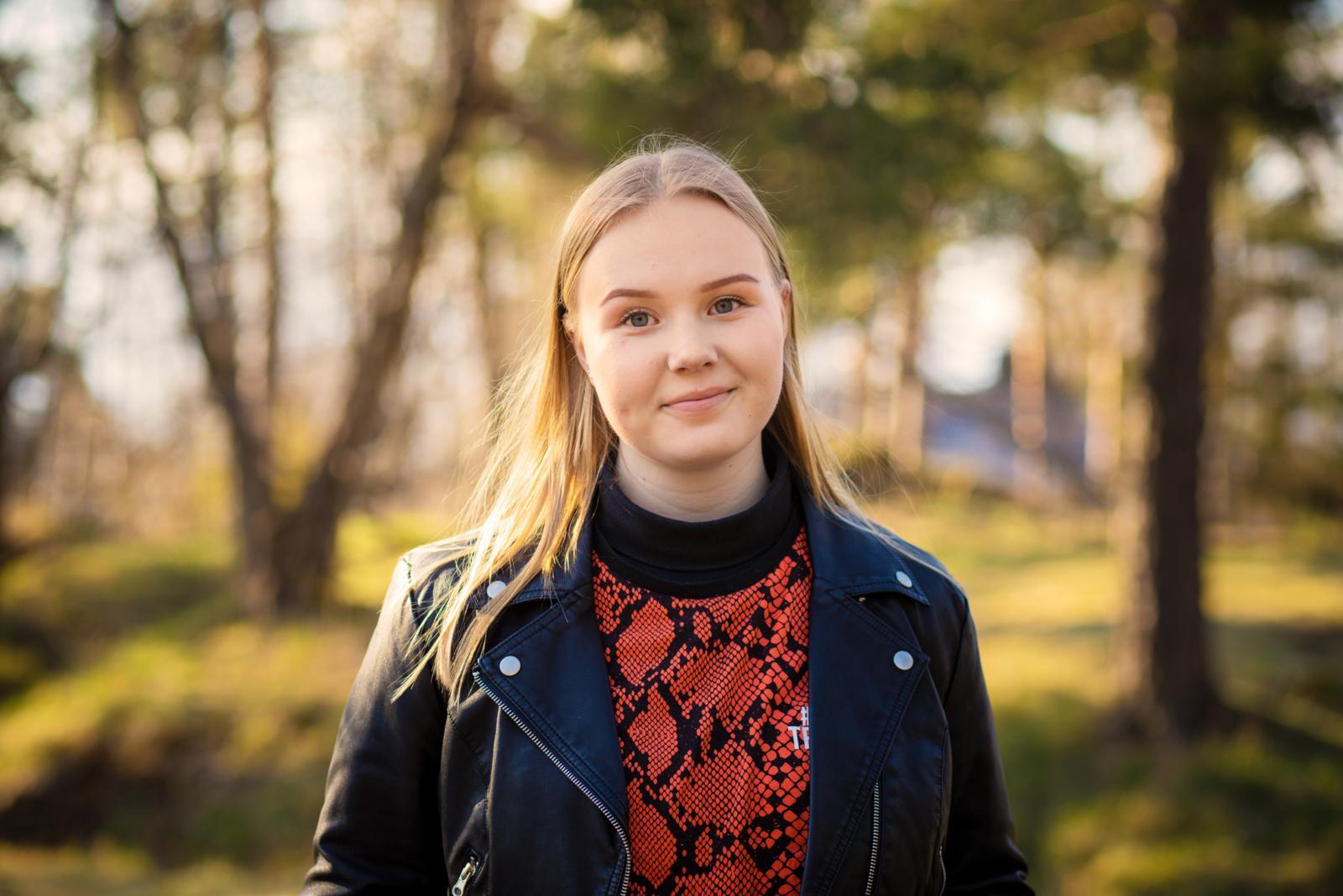Neea Lindbergillä on tulevaksi kesäksi uusi työ marjojen myyjänä. Kuva: Eeva Anundi