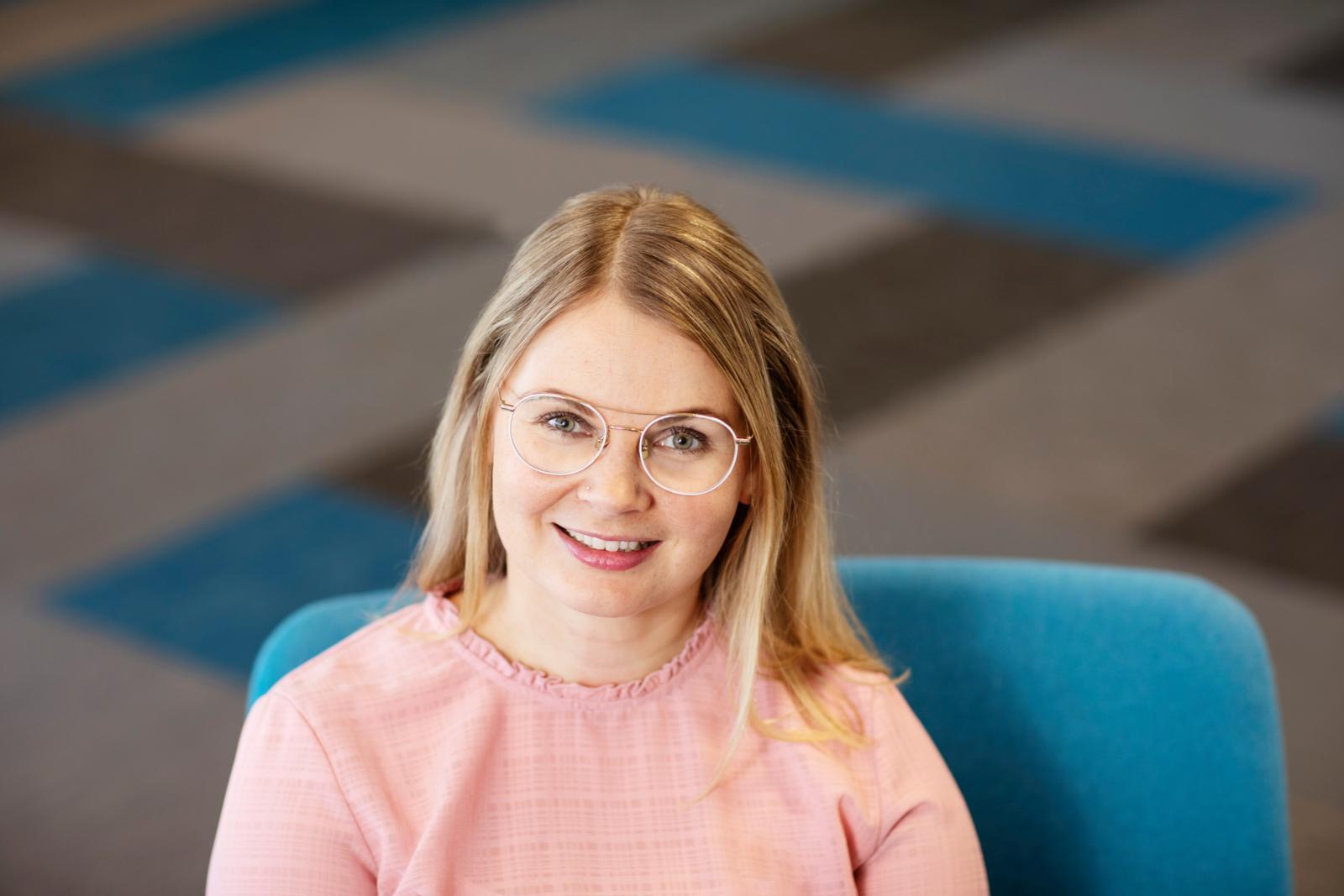 """""""PAMin viikoittaiset tapaamiset tarjoaa hyvän paikan oppia ja saada vertaistukea suomen kielen opiskeluun"""", sanoo PAMin koulutussuunnittelija Jenni Pihlaste. Kuva: Heli Sorjonen."""