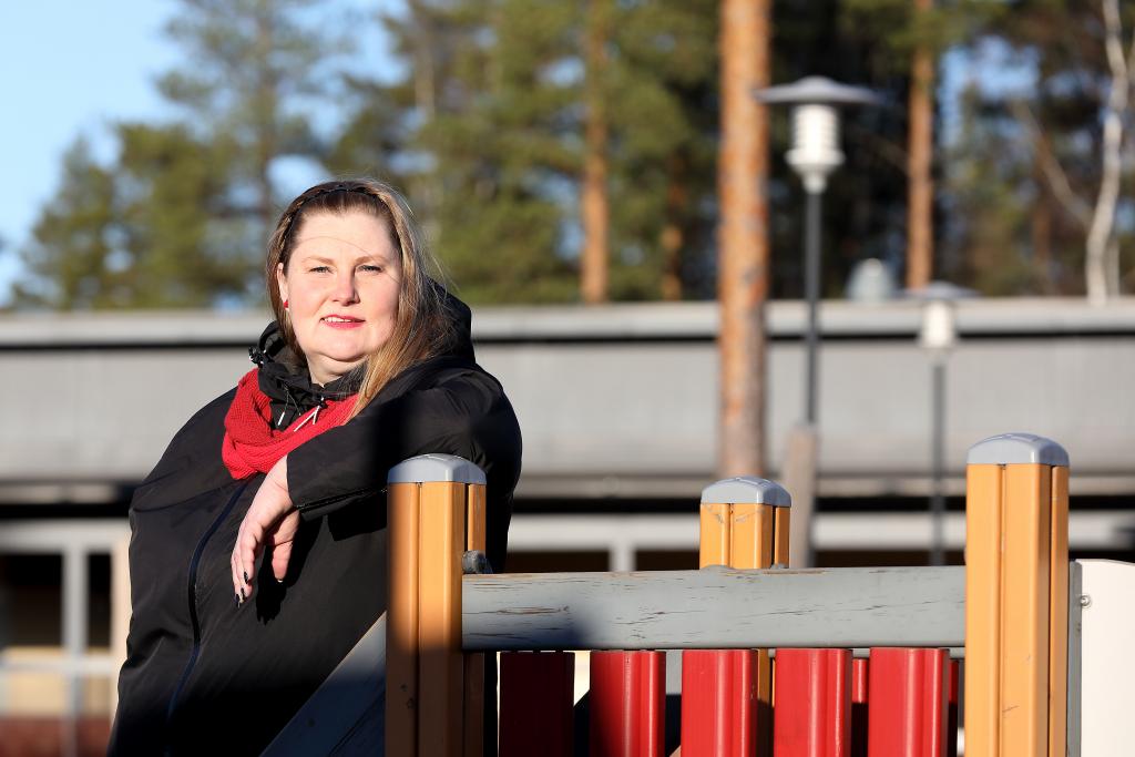 Kankaanpään valtuutettu Sari Pihlajaniemi on tyytyväinen vuoropäiväkotiryhmästä, joka on perustettu Petäisten päiväkodissa. Kuva: Jussi Partanen