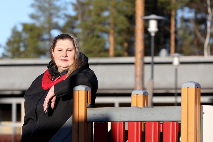 Fullmäktigeledamot i Kankaanpää Sari Pihlajaniemi är nöjd över skiftesvården på daghemmet. Bild: Jussi Partanen.
