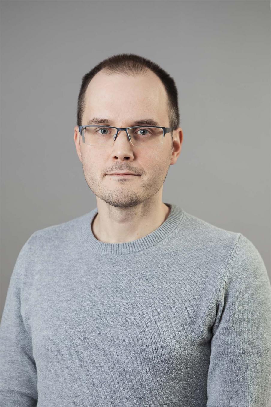"""""""Om det är fråga om ett stort belopp, kan inte den lön som betalats till ett för högt belopp dras av lönen på en gång"""" påminner PAM:s jurist Henry Vähtäri."""