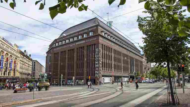 Stockmann kommer att sälja sina fastigheter och fortsätta att hyra mindre utrymmen