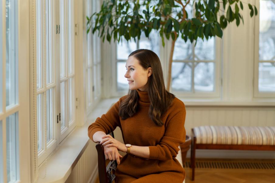 Sanna Marin toivoo kaikille työntekijöille voimia ja jaksamista vaikeiden tilanteiden keskelle. Kuva: Heli Sorjonen
