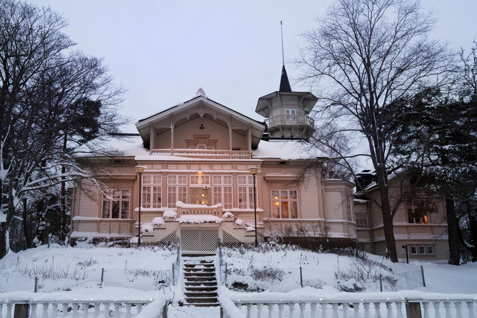 Helsingin Meilahdessa sijaitseva Kesäranta on tullut tunnetuksi pääministerien virka-asuntona. Kuva: Heli Sorjonen