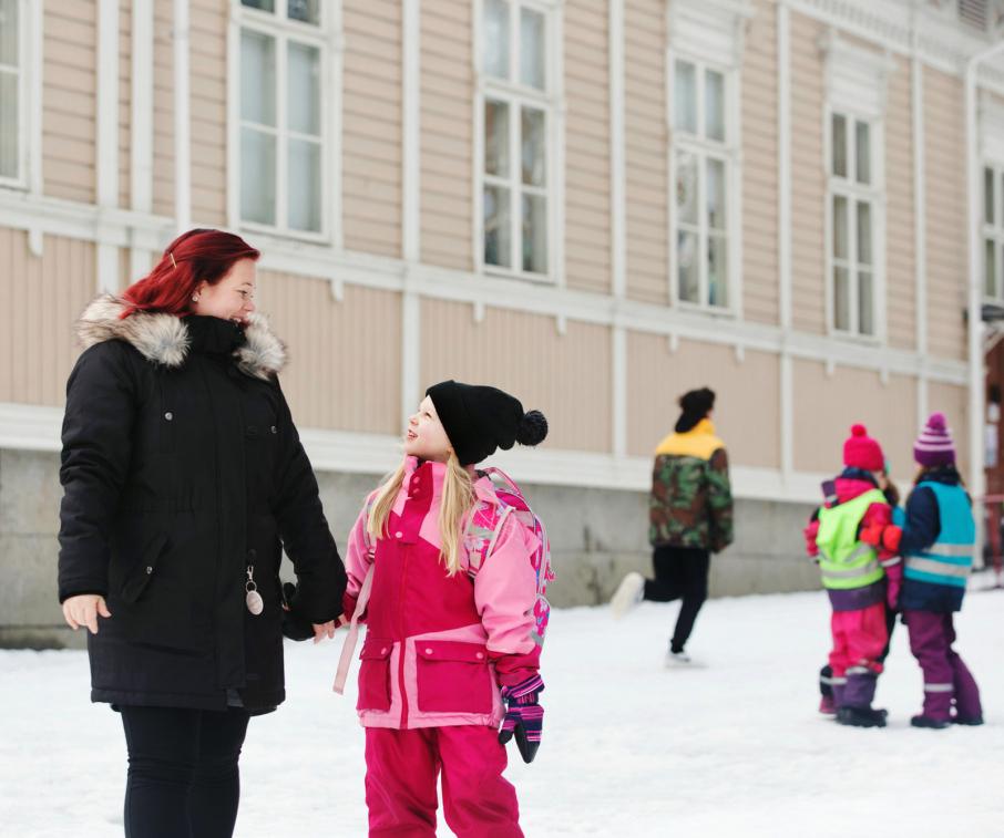Päiväkotien aukioloajoilla on merkitystä työn ja perhe-elämän yhteensovitamisessa. Kuva: Annina Mannila