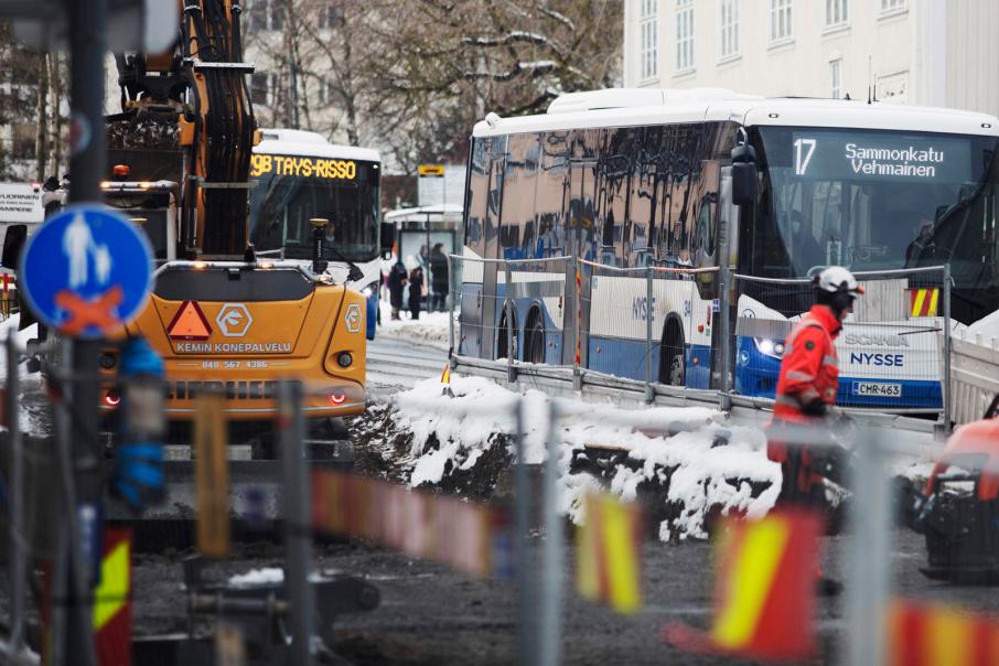 Sekä julkisesta liikenteestä kuin katujen kunnossapidosta vastaavat isoilta osin kunnat. Kuva: Annina Mannila