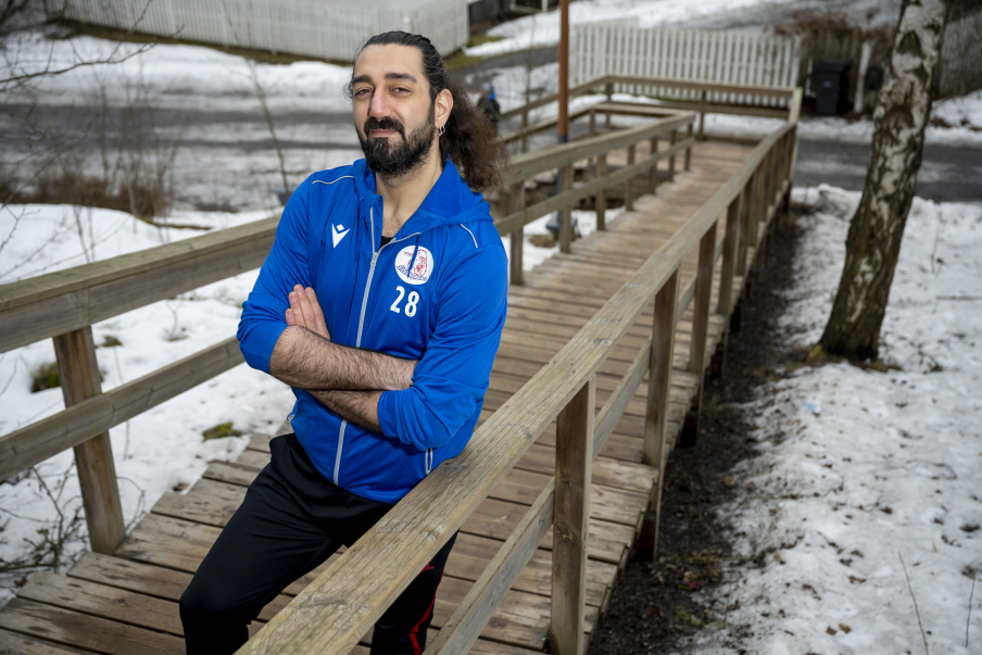 """The pandemic has closed down sports halls, libraries and other public spaces. """"That's why I wanted to find out who makes decisions locally and regionally about reopening sports venues"""", he says. Photo: Vesa-Matti Väärä."""
