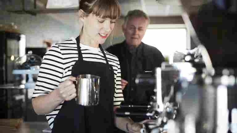 Korvauksia irtisanotulle kahvilatyöntekijälle
