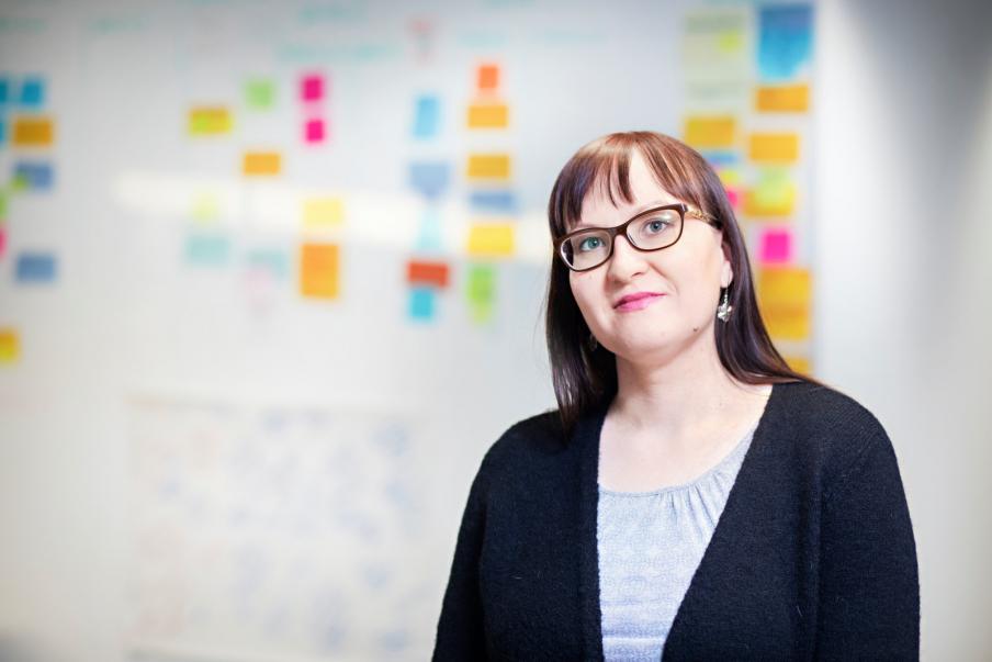 Ulla Moilanen haluaa kaikille kiinteistöpalvelualan työntekijöille yhteneväiset työaikaan ja palkallisiin vapaisiin liittyvät käytännöt. Kuva: Eeva Anundi
