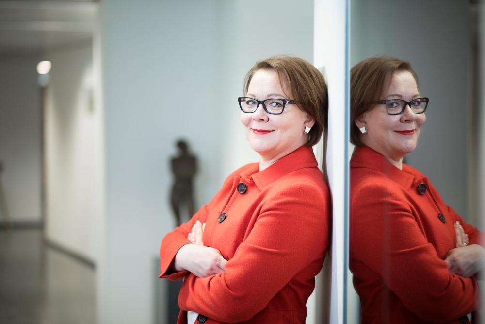 Jaana Ylitalo muistuttaa, että moni työelämän sääntelyn keskeisistä perusteista pohjaa EU-lainsäädäntöön. Siksi EU:hun vaikuttaminen on osa edunvalvontaa. Kuva: Eeva Anundi