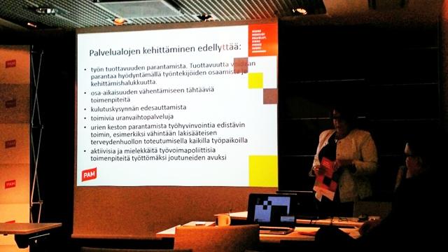Puheenjohtaja Ann Selin esitteli PAMin tavoitteet palvelualojen kehittämiseksi.
