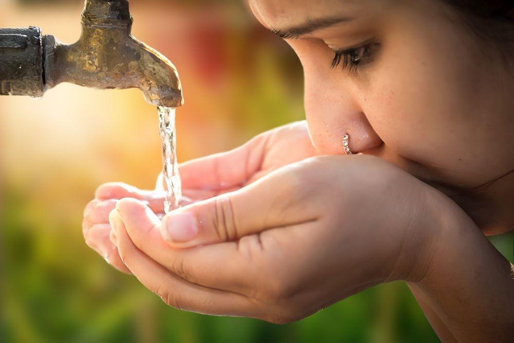 Puhdas juomavesi tavoittaa useamman kuin ennen. Nyt YK tavoittelee muun muassa ihmisarvoista työtä kaikille. Kuva: iStockphoto