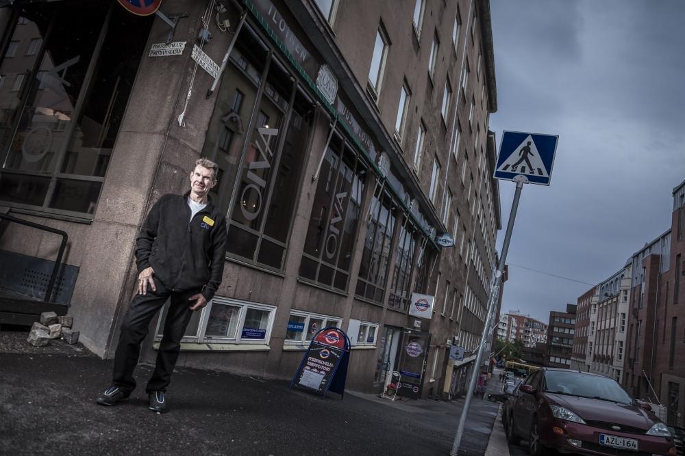 Raimo Kärnä Kolmannella linjalla. Kuvat: Lassi Kaaria, paitsi Seija Pramilan kuva Jukka-Pekka Moilanen
