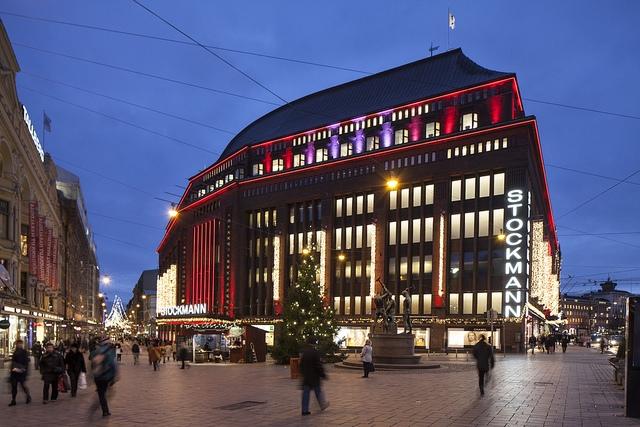 Helsingin keskustan Stockmann-tavaratalo joulun alla. Kuva: Stockmann Group