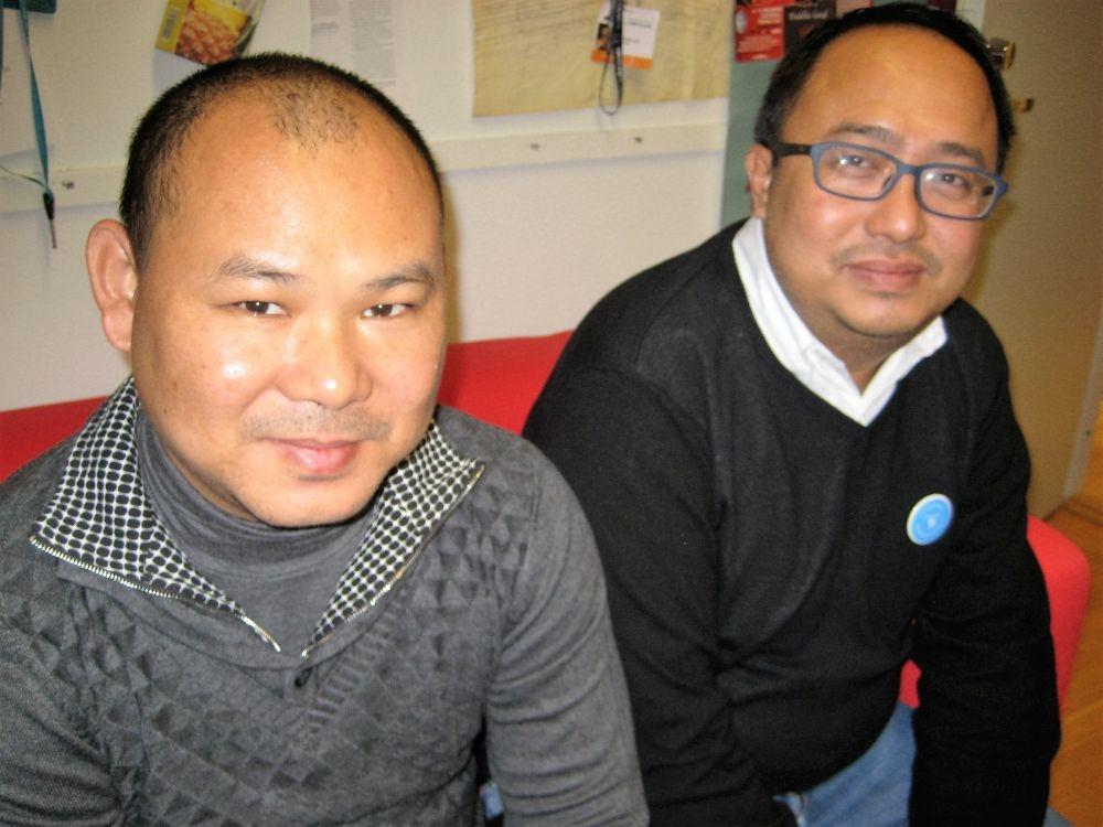Kyaw Zaw Linn (vas.) ja Phyoe Wai Htun tekevät työtä myanmarilaisten siirtotyöläisten työ- ja elinolojen parantamiseksi Thaimaassa.