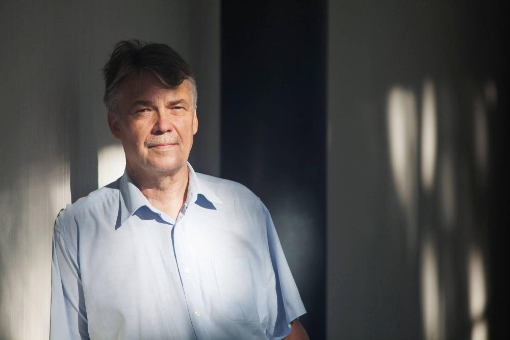 Sosiologian professori Harri Melin sanoo, että norminpurku on sinänsä tarpeellista, mutta sen varjolla halutaan nyt heikentää työehtoja. Kuva: Annina Mannila