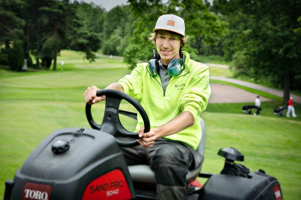 Golf-radan kunnossapito vaati tarkkaavaisuutta, laitteiden hallintaa ja oma-aloitteisuutta. Kuva: Jaakko Lukumaa