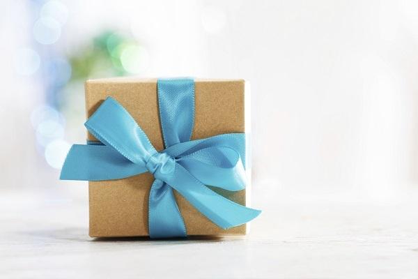 Joulupakettiin sujahtaa Suomessa valmistettu lahja. Kuva: iStockphoto