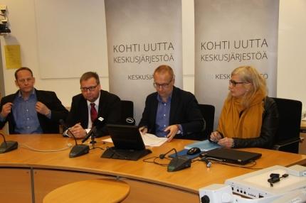 Uuden keskusjärjestön hanke ammattiliittojen väliarvioinnissa