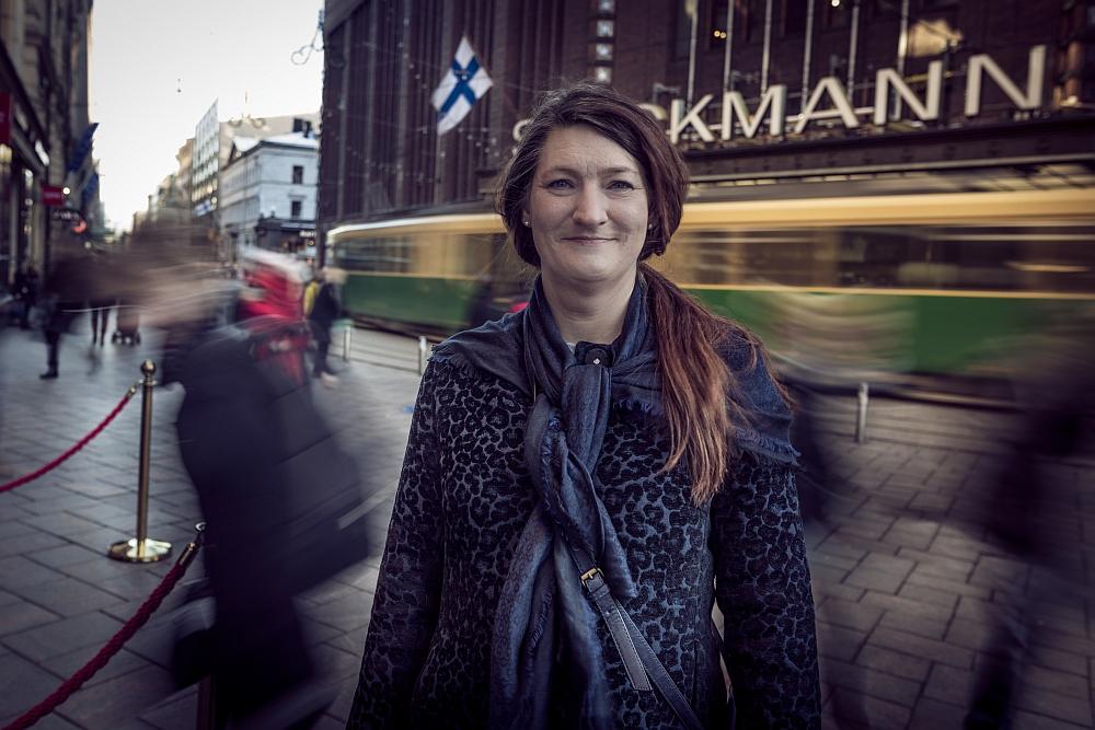 Susanna Gideonsson piipahti Helsingissä kertomassa Ruotsin tavasta sopia palkankorotuksista. Kuva: Lasse Kaaria